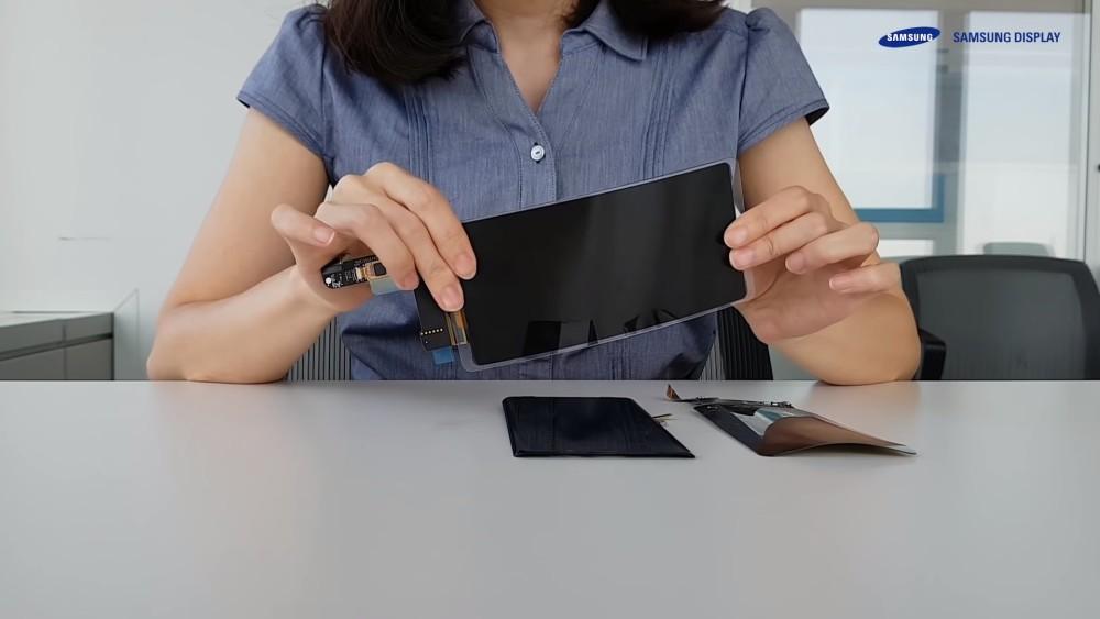 """Samsung presenta su nuevo panel flexible para dispositivos móviles con la promesa de ser """"irrompible"""""""