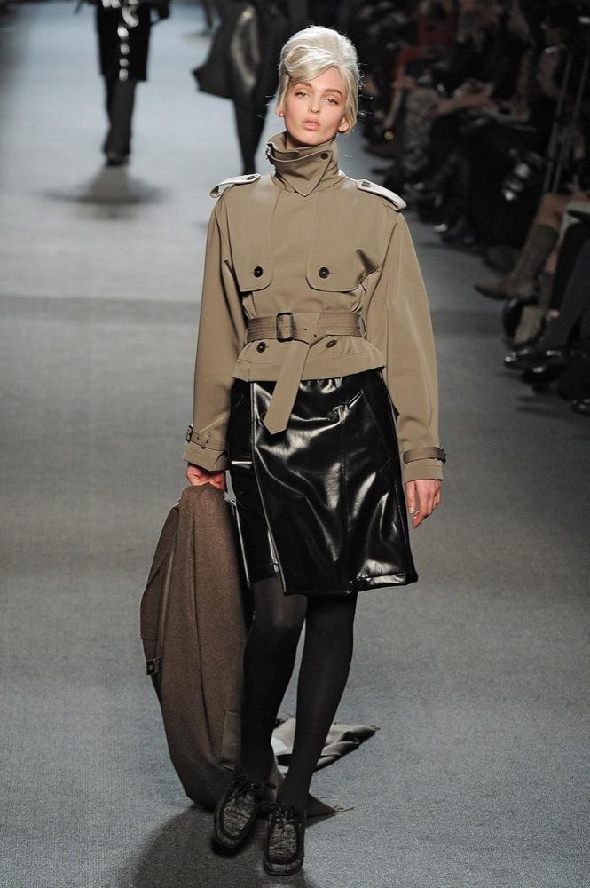 Foto de Jean Paul Gaultier Otoño-Invierno 2011/2012 en la Semana de la Moda de París: el lado sexy del estilo ladylike (15/27)