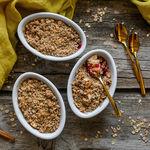 Minicrumbles con frutos rojos, receta sin azúcar ni mantequilla de Miriam García