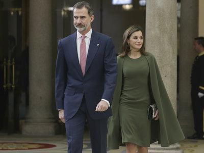 Doña Letizia Ortiz demuestra que la sencillez no está reñida con la originalidad (y la elegancia)