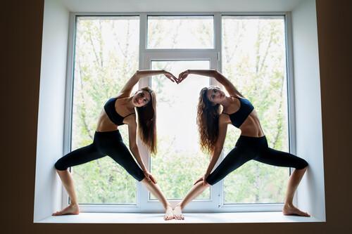Yoga en San Valentín: los 17 asanas que podemos practicar en pareja