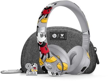 Mickey beats