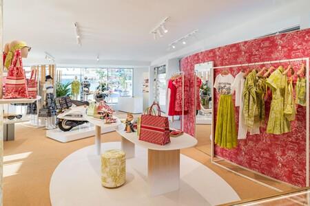Dior ha abierto en Ibiza una espectacular pop up para este verano donde encontrar las piezas más exclusivas