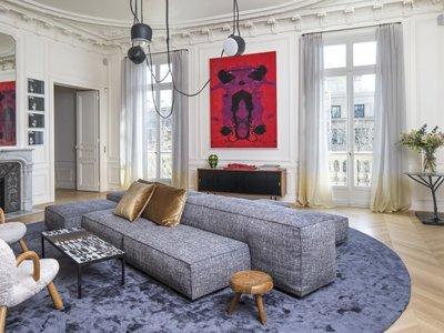 Puertas abiertas: Un apartamento en el corazón de París lleno de contrastes