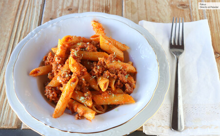 Macarrones gratinados con picadillo de matanza y carne picada, receta sencilla de pasta