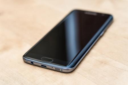 Samsung sigue buscando fabricar más componentes de smartphones, ahora le tocaría a los lectores de huella