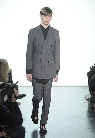 Foto de Yves Saint Laurent, Otoño-Invierno 2010/2011 en la Semana de la Moda de París (1/13)