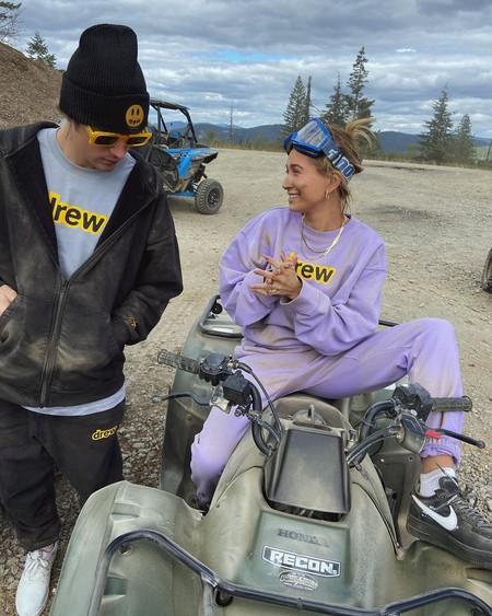 Visto el éxito del tatuaje en la mano de Hailey Baldwin-Bieber, la modelo lo ha agrandado. Este es el resultado