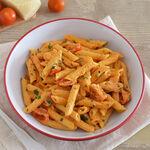 """Macarrones a las cinco """"p"""" o 'penne alle cinque pi', receta suiza de pasta con salsa cremosa de tomate"""