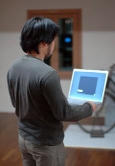 """netPong: Jugando al """"Pong"""" moviendo el portátil"""