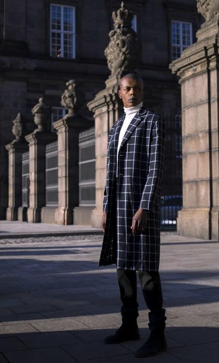 Los Cuadros Invaden El Mejor Street Style De La Semana Este Otono Alrededor Del Mundo 08