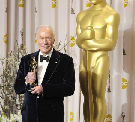 Los Oscars 2012: Esmóquines mal llevados versus tuxedos impecables y perfectos ¿quién gana?