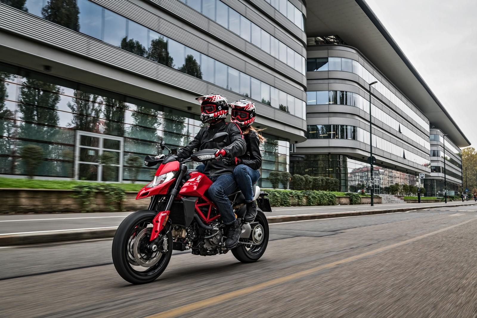 Foto de Ducati Hypermotard 950 2019 (71/76)