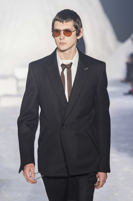 Ermenegildo Zegna Abre La Semana De La Moda De Milan Con Particular Accesorio La Corbata Doble 02