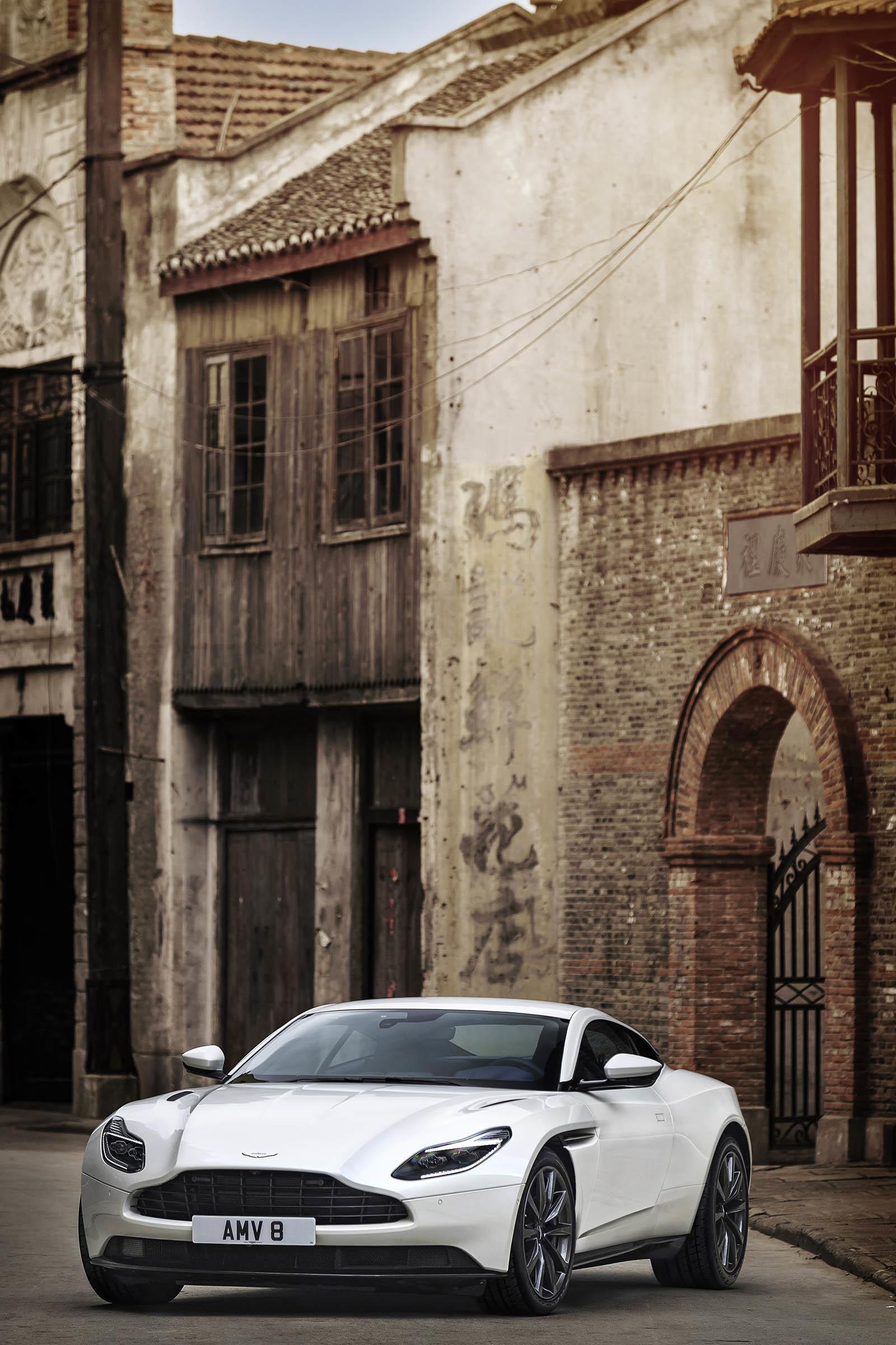 Foto de Aston Martin DB11 V8 (8/21)
