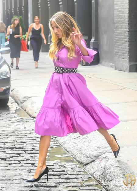 Así son los primeros lookazos de Sarah Jessica Parker en el reboot de 'Sexo en Nueva York': estilosos vestidos, sus icónicos 'manolos' y mucho más