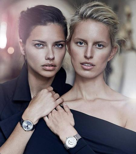 Adriana Lima y Karolina Kurkova posan frente al objetivo de Peter Lindbergh para la nueva campaña del Portofino Midsize