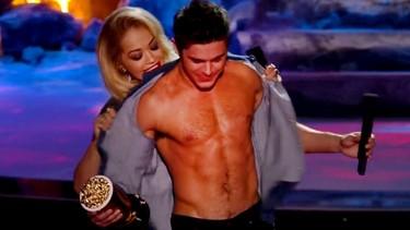 Zac Efron sí que sabe recoger premios