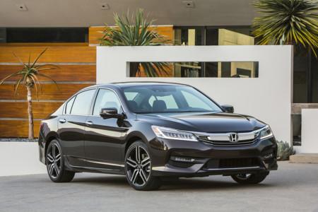 Honda Accord 2016, porque a veces, cuando el Accord se aburre, piensa en ser un Acura