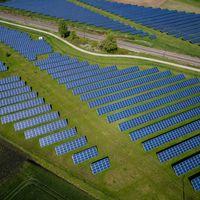"""El """"Impuesto al Sol"""" pierde su primera gran batalla en Europa: un paso importante, pero insuficiente"""