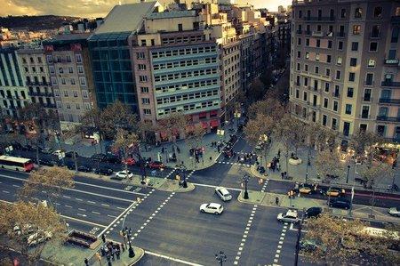 Barcelona estudia restricciones de tráfico