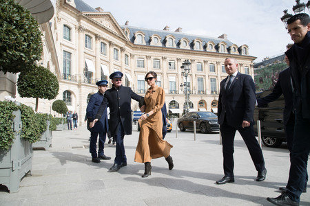 Victoria Beckham o cómo variar de estilo usando siempre el mismo tipo de prenda