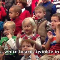 Vídeo: niña traduce a lengua de signos su función de Navidad para que sus padres sordos la comprendan