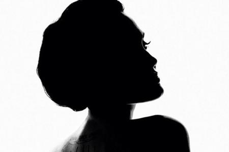 Terrence Malick dirige un precioso (y extraño) anuncio protagonizado por Angelina Jolie