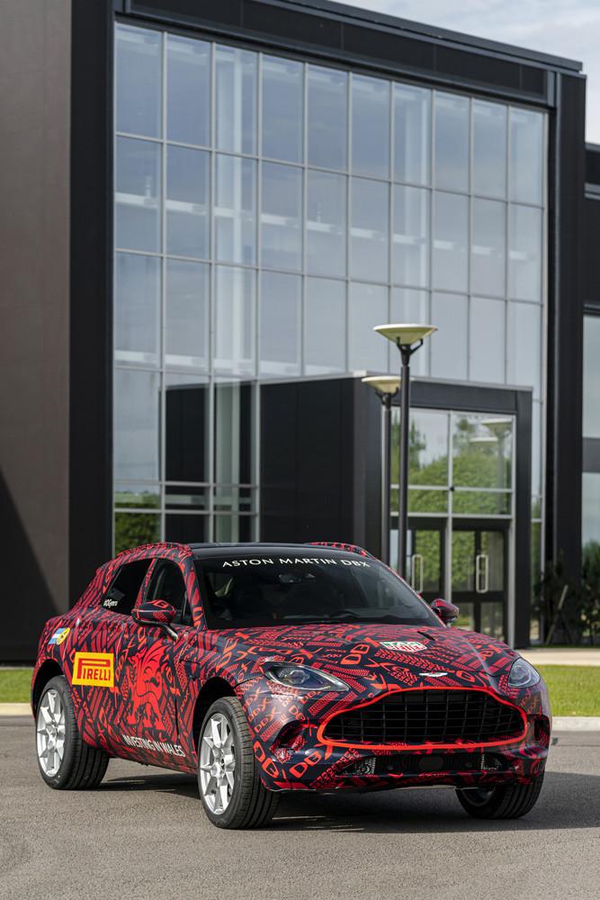 Foto de Aston Martin DBX, preproducción (21/23)