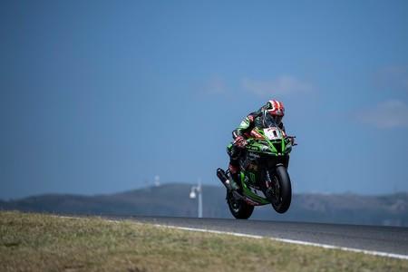 Jonathan Rea completa el triplete en Portimao y ya es el nuevo líder del mundial de Superbikes