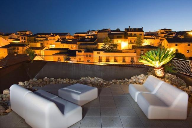 Hotel viura un hotel con cubos caprichosamente superpuestos for Viura hotel