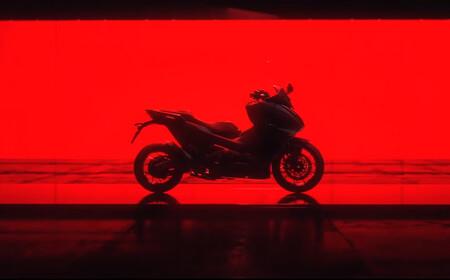 El Honda Forza 750 se deja ver en un nuevo teaser y se alza como el sustituto del Honda Integra, con motor bicilíndrico y cambio DCT