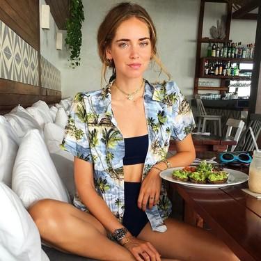 Las camisas estampadas estilo hawaiano (sin serlo) están de moda, y tenemos la prueba