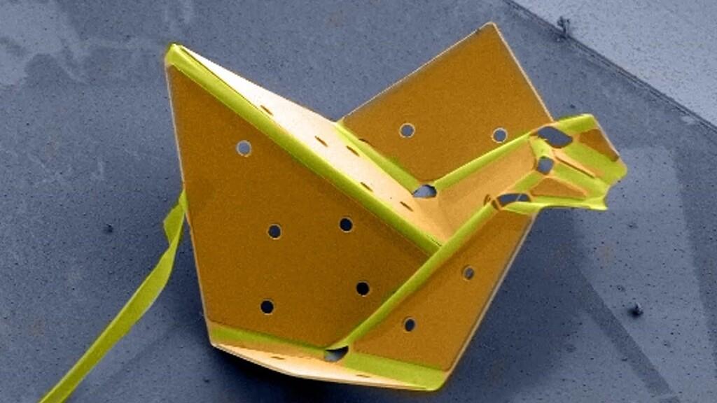 Este pájaro de origami auto-plegable solo tiene 60 micrones y es el más pequeño del mundo gracias a una nueva técnica