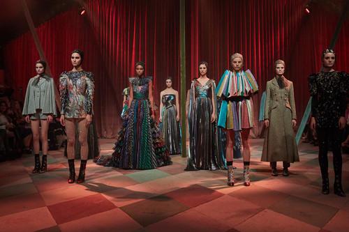 Dior incluye 15 looks exclusivos en su desfile de Alta Costura de Dubai