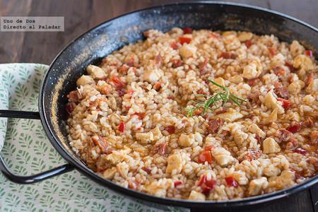 Receta de arroz meloso con pollo y chorizo, para solucionar una comida rápidamente