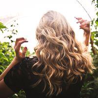 Ofertas en el cuidado del cabello en Amazon: champú Schwarzkopf, rizador de pelo BaByliss y spray stop raices Farmatint baratos