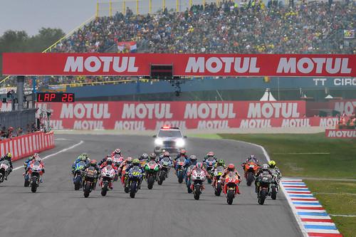 Dorna quiere más espectáculo en MotoGP: todos serán Campeones y tendrán que organizar una función a final de año