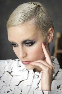 Edie Sedgwich, la musa de Warhol, inspira el look de la colección It Girl de Lola Make Up