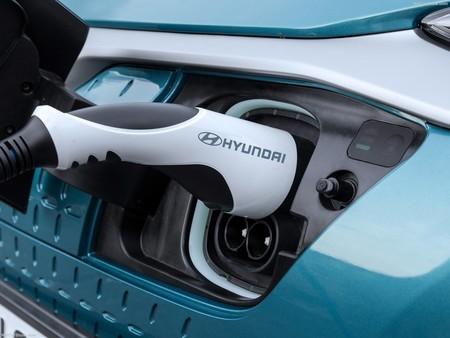 Si compras un coche eléctrico de Hyundai, la marca te instala de manera gratuita un punto de recarga en casa