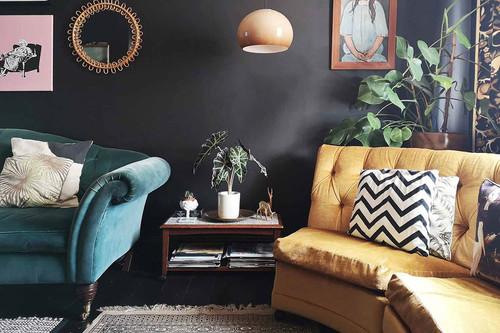 Cómo darle un toque original al interior de tu casa usando colores oscuros sin perder en calidez, esta casa nos lo demuestra