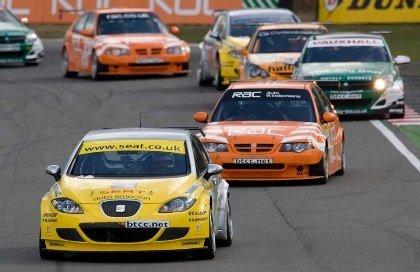 Fotos del triunfo de Seat en Brands Hatch