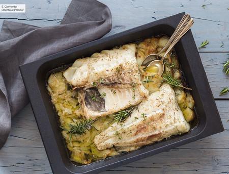 Lomo de bacalao fresco al horno con albariño, tomillo y romero: receta fácil y deliciosa