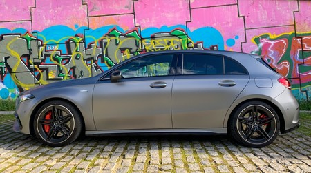 Mercedes-AMG A 45 S lateral