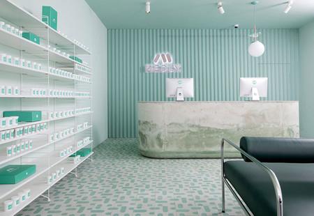 Conoce Medly, la farmacia de barrio que decidió invertir en su diseño interior y resultó espectacular