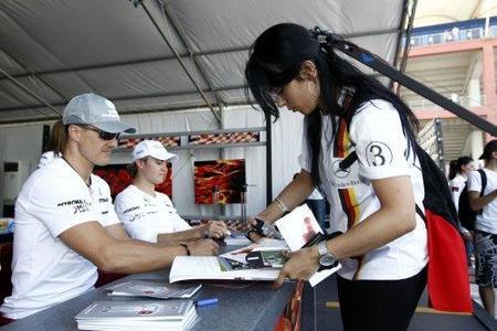 Ross Brawn quiere a la misma pareja de pilotos en 2011