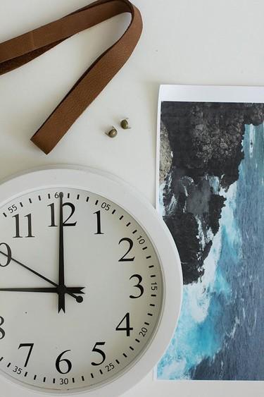 ¿Se te ha estropeado un reloj de pared? No lo tires, conviértelo en marco