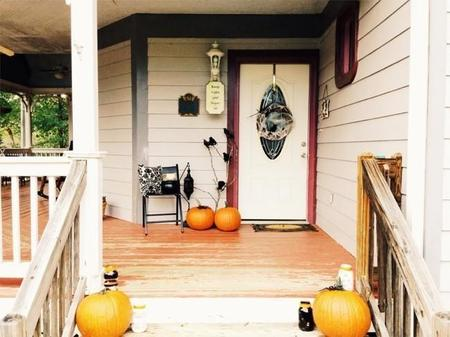 650 1000 Halloween Front Porch And Mantle 1