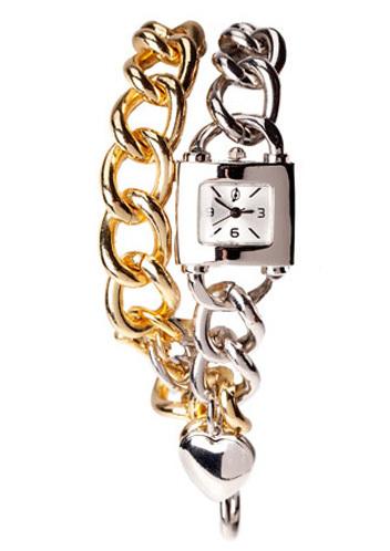 Stradivarius encadena la hora en este reloj