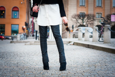 detalle outfit blanco y negro